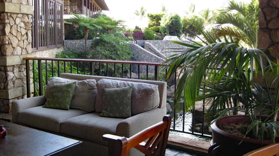A warm welcoming lobby in Maui's Hotel Wailea