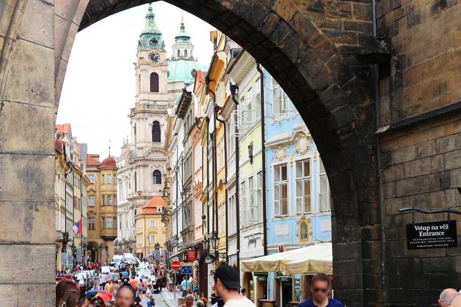 Colors and arches in Prague