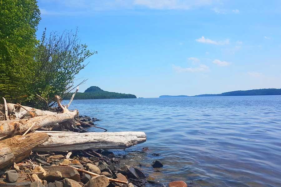 Hiking trails near Thunder Bay, beach along Finger Point Trail, Lake Superior