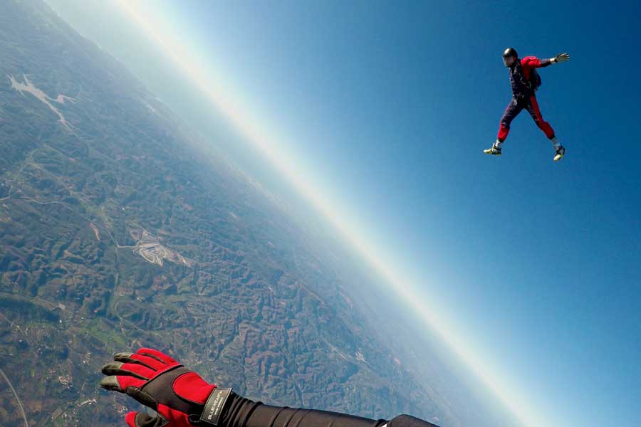 Virtual tour of skydiving