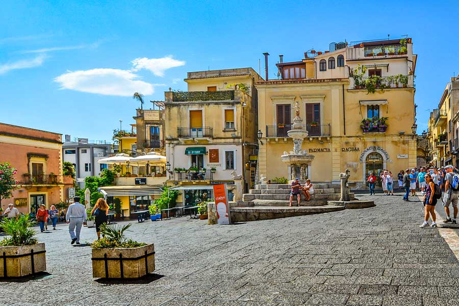 Virtual tour of Taormina, city in Italy