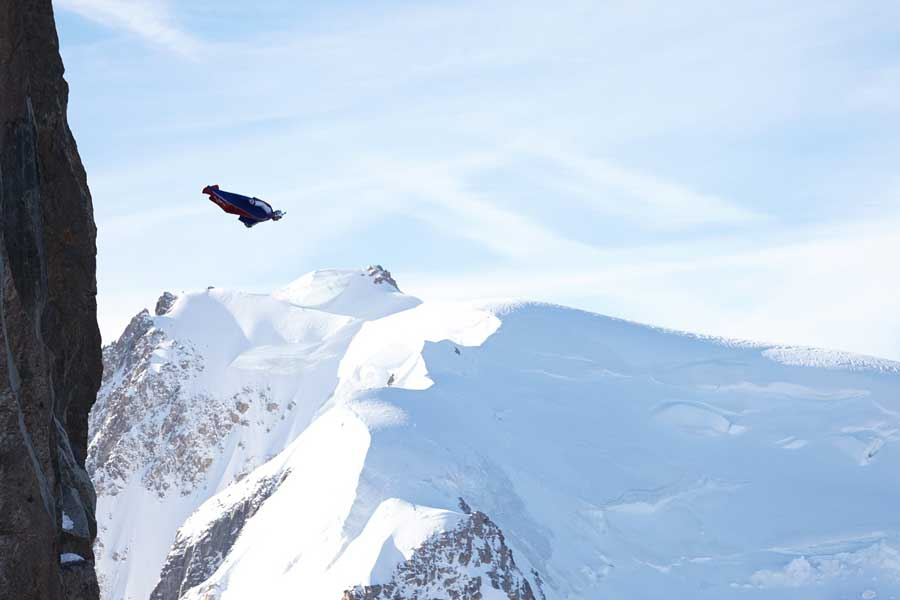 Virtual tour of wingsuiting through the mountains, extreme sports