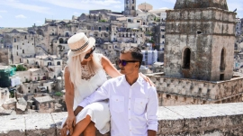 Glamorous traveling couple, best luxury travel gifts for him and her