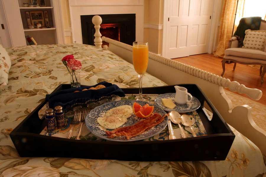 Hotels for romantic getaways Kentucky USA, romantic weekend getaways United States, Charred Oaks Inn