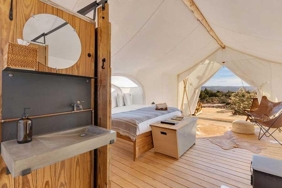 Hotels for romantic getaways Utah USA, romantic weekend getaways United States, Lake Powell, Under Canvas glamping