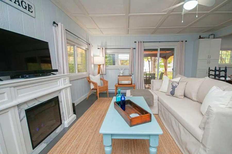 Cabins for romantic getaways in Ontario Canada, Bracebridge