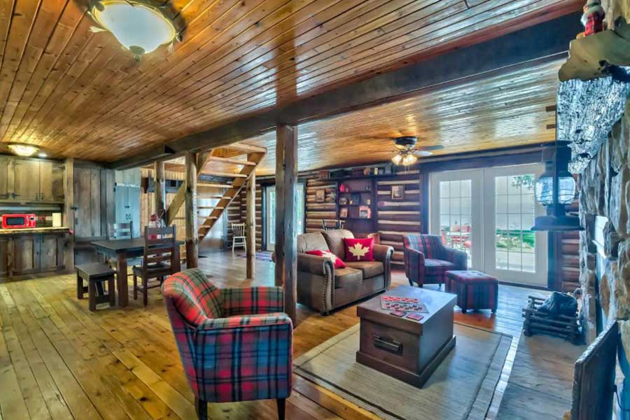 Cabins for romantic getaways in Ontario Canada, lakefront cottage, Golden Lake