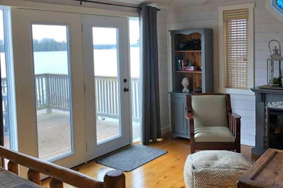 Cabins for romantic getaways in Ontario Canada, lakefront cottage, Cambridge