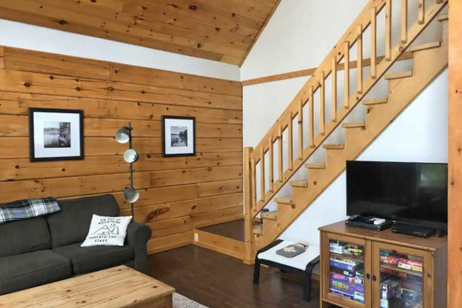 Cabins for romantic getaways in Ontario Canada, lakefront cottage, North Kawartha