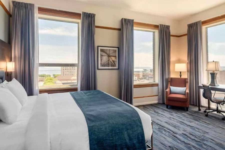 Hotels for romantic getaways in Northern Ontario Canada, Thunder Bay, Courthouse Hotel