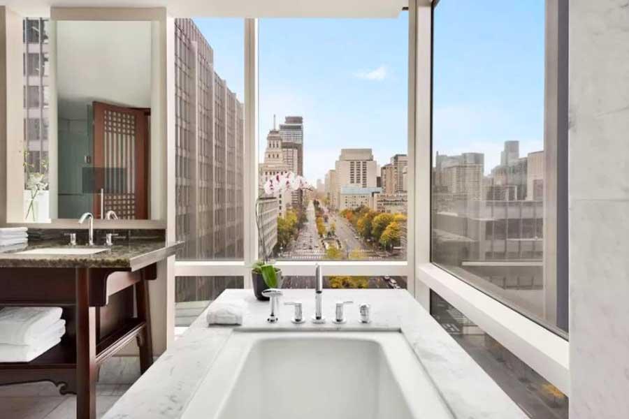 Hotels for romantic getaways in Toronto Ontario Canada, Shangri-La Hotel