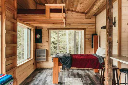 Romantic cabin getaways in northern BC Interior, mountain getaways for couples, private hot tub