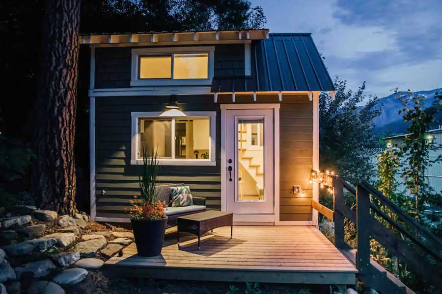 Romantic cabin getaways near Vancouver BC Canada, unique tiny house getaways for couples