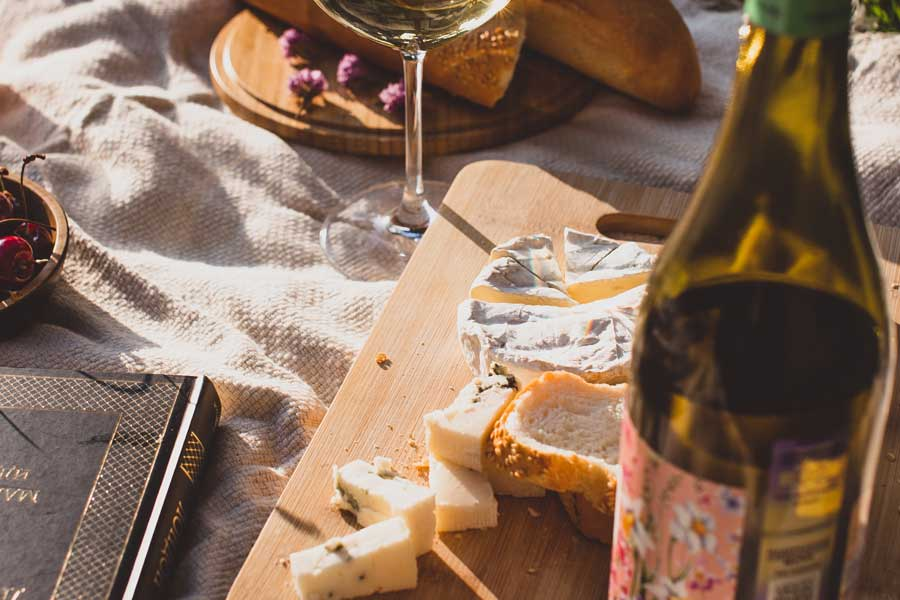 What to pack for a romantic picnic, romantic getaway packing list