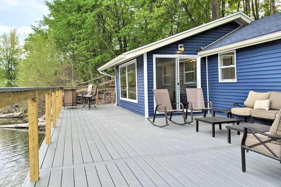 Lakefront Michigan romantic getaway cabins