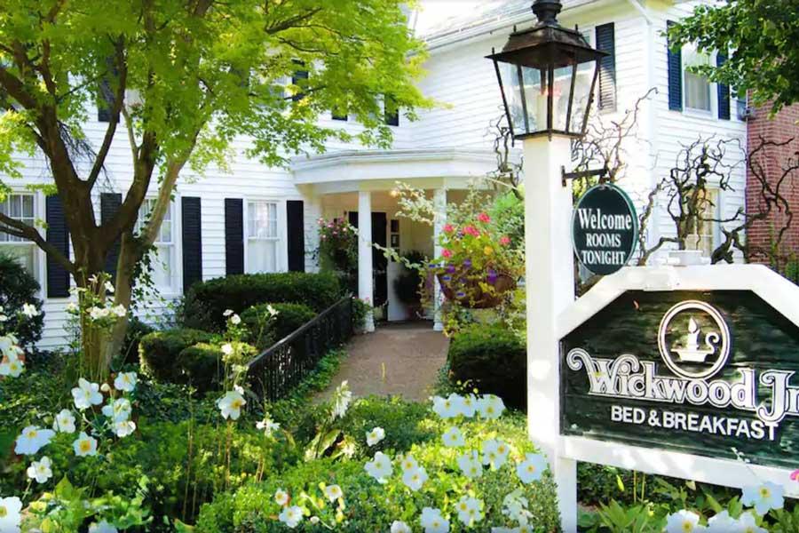 Wickwood Inn, Michigan getaways for couples near Chicago