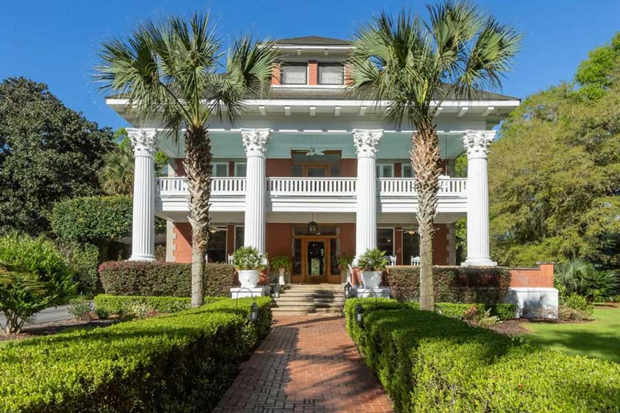 Herlong Mansion Bed and Breakfast, romantic getaways to Florida central